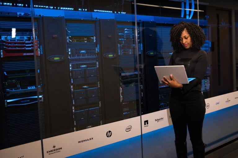 Public Cloud vs Private Cloud, Mana Yang Lebih Tepat Untuk Infrastruktur IT Bisnis Anda?